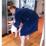 【動画】双子の無限ループが超絶可愛い!冷蔵庫がなかなか閉められないパパ