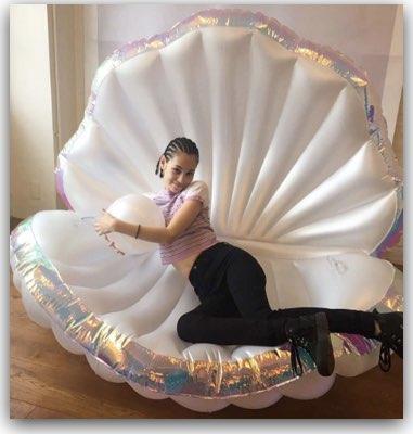 プカプカの貝殻型浮き輪