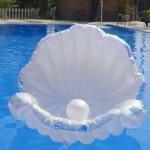 水原希子注目の浮き輪【プカプカ】真珠貝型が人気!価格は?